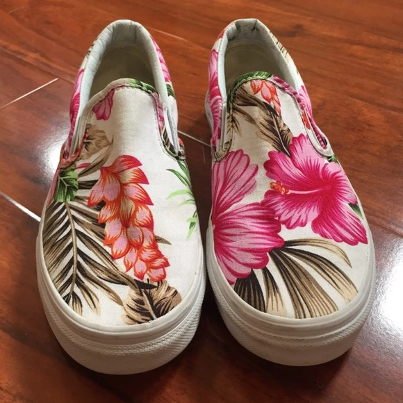 6dd3540bfff546 Vans slip on Hawaiian Hibiscus floral shoes. M 5ad46becd39ca2474287ee67